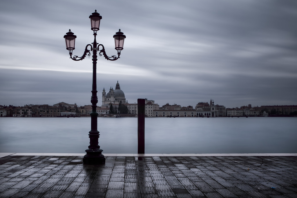 The lonely lamp post